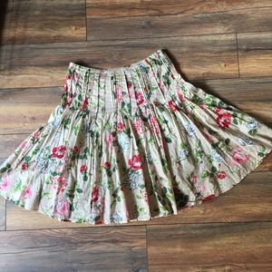 Very cute and flows Cabi vintage skirt.  Size 8